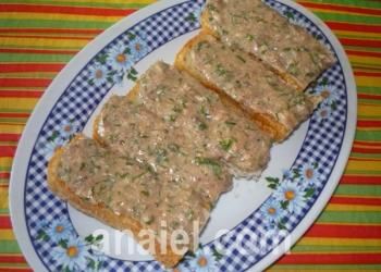 горячий бутерброд с консервой блюдо