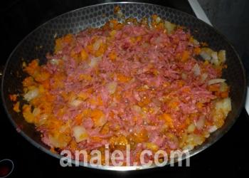 суп с колбасой блюдо