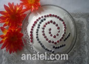 торт ягоды на снегу